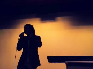 This is a shot of me doing a singing workshop in a high school. รูปตอนที่ไปทำworkshop สอนร้องเพลง ที่โรงเรียน สาธิตประสานมิตร